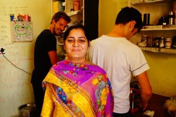 Seema und die Kochschüler