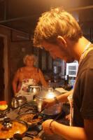 Phipsli beim Kochen