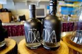 Molke-Vodka. Schmeckt so gut, dass man ihn pur trinken kann. Literweise.